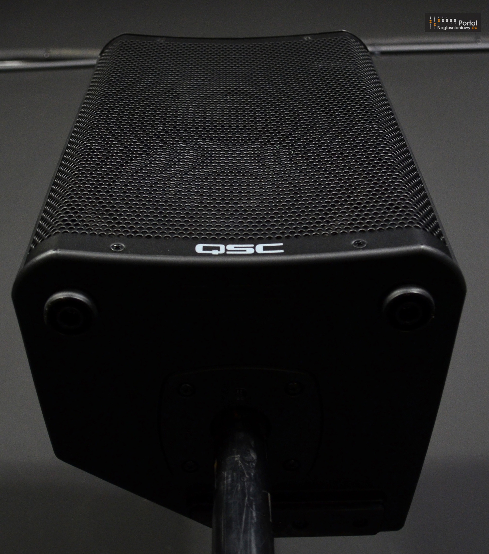 QSC CP8 bottom grill 2