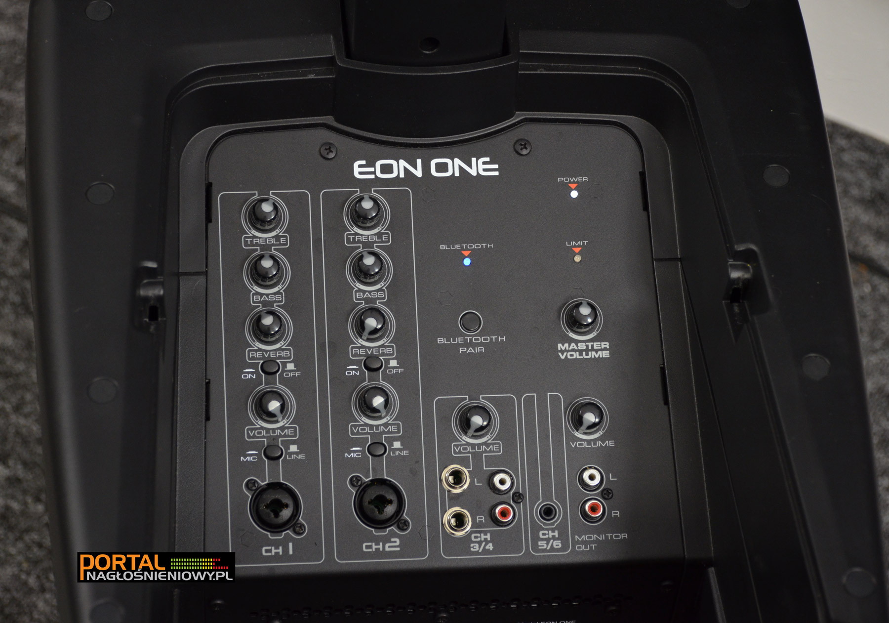 JBL-EON-ONE-panel-caly