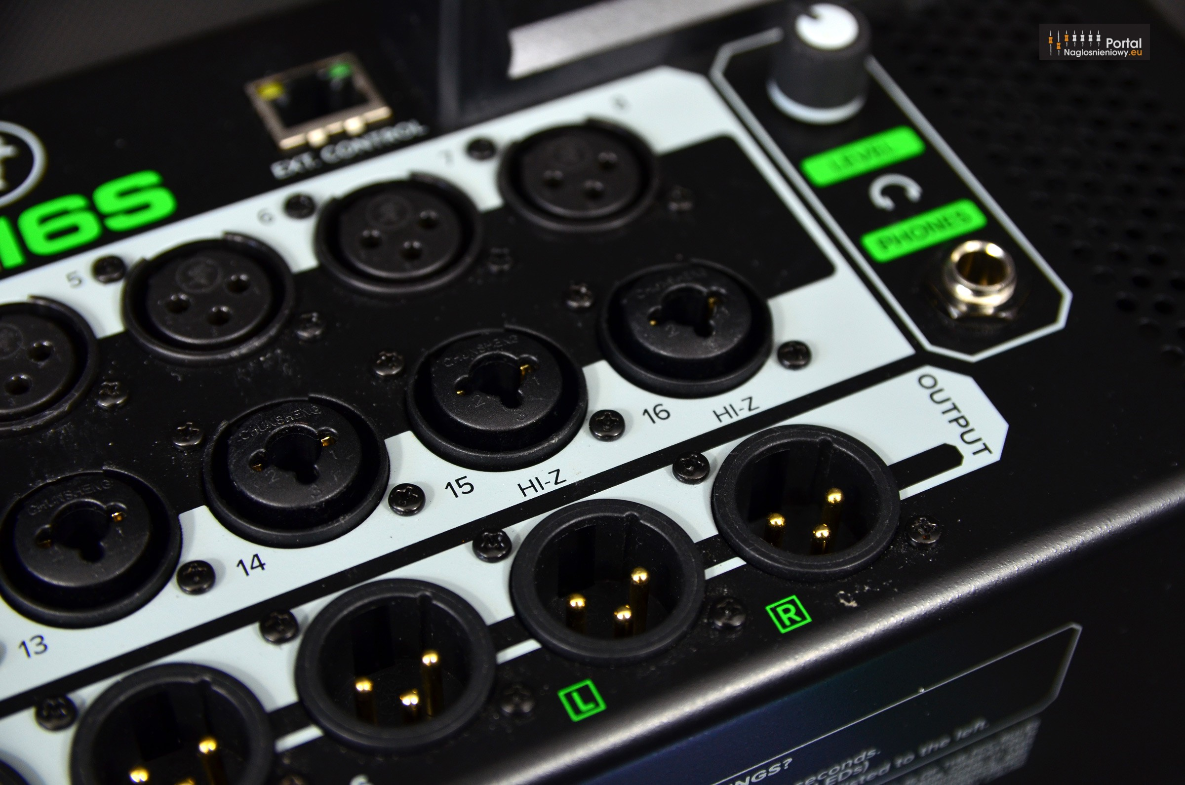 Mackie DL16S digital mixer HI Z inputs