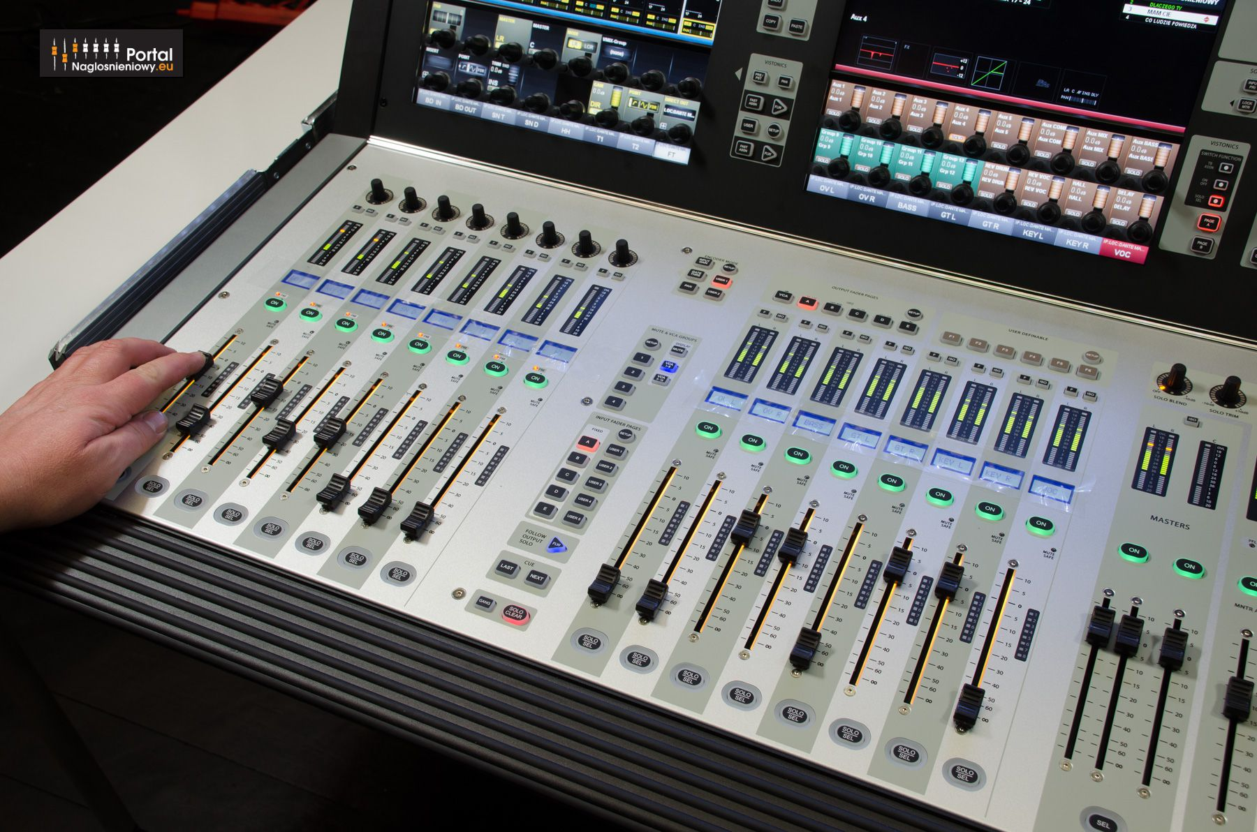 Soundcraft Vi Vi1000 Aux On Faders Follow Output Solo FLW